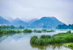 青山缭绕升云雾,美景只在野三坡!